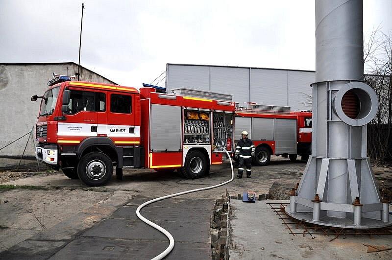 Většinu dalších barelů s hořlavými kapalinami, které byly připraveny k likvidaci, se podařilo vyvézt před rozšířením požáru.