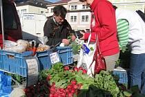 Pravidelné zeleninové a ovocné trhy. Ilustrační snímek.