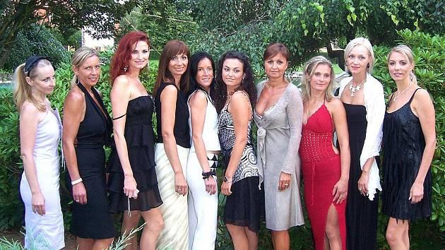 Semifinalistky Pretty Women se připravovaly na soustředění v Pecínově. Ilona Hortová na snímku čtvrtá zprava.