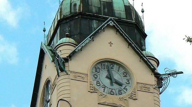 Starokatolický kostel Povýšení svatého Kříže na náměstí Boženy Němcové v Jablonci.