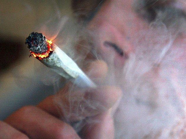 Cigareta marihuany. Ilustrační snímek.