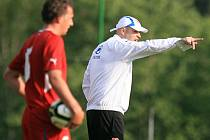 Trenér reprezentace do 21 let Jakub Dovalil.