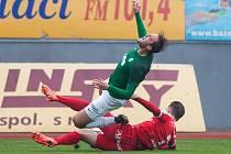 Zápas 13. kola první fotbalové ligy mezi týmy FK Jablonec a FC Zbrojovka Brno se odehrál 5. listopadu na stadionu Střelnice v Jablonci nad Nisou. Na snímku je Tadas Kijanskas a Martin Doležal (v zeleném).