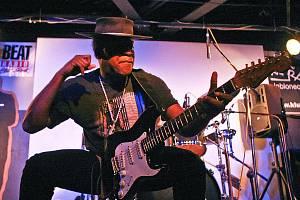Carvin Jones, přezdívaný Arizonský hrom či Divoká kočka, vystoupil v úterý večer v jabloneckém Klubu Na Rampě.
