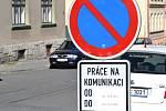 Nepříznivá dopravní situace na ulici SNP v Jablonci, kterou vlastní Liberecký kraj. Přijel se podívat i senátor Jaroslav Zeman.