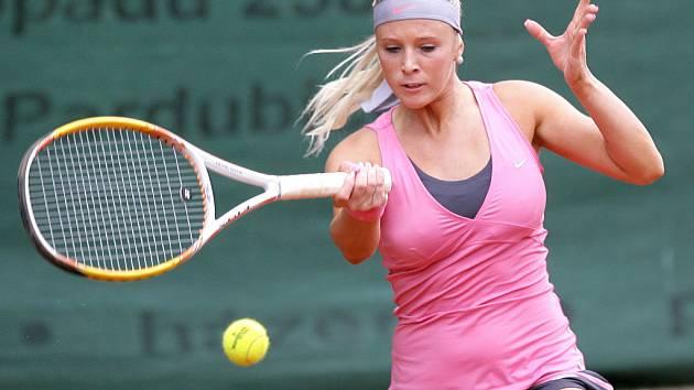 Mezinárodní tenisový turnaj žen Jablonec Cup 2012 zakončil v neděli svou kvalifikační část dvouhry. Na snímku Martina Přádová z České republiky, která si vybojovala účast v hlavní soutěži.