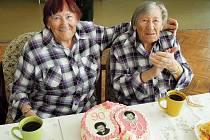 Dvojčata Věra a Růžena oslavila v kruhu rodinném 180 let