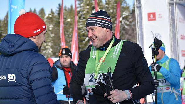 Ani lyže s chlupem nezachránily hejtmana Libereckého kraje Martina Půtu před kolizí. Ale do cíle dojel s úsměvem a desítku si užíval.