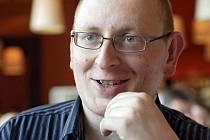 Jakub Kadlec (nar. 1975) se věnuje buddhismu od roku 1994. V roce 2000 se stal takzvaným cestujícím učitelem buddhismu Diamantové cesty. Často přednáší a překládá přednášky lamy Oleho Nydahla.