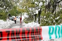 Sobota odpoledne. Následky sněhové kalamity na Jablonecku jen velmi pomalu mizí.  Kvůli nebezpečí padajících větví a stromů je uzavřená Opletalova ulice.