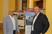 Radní Libereckého kraje Vít Příkaský (vlevo) a primátor Jablonce n. N. Petr Beitl na výstavě Brownfields