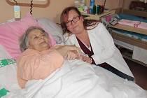 Dobrovolnice v nemocnici.