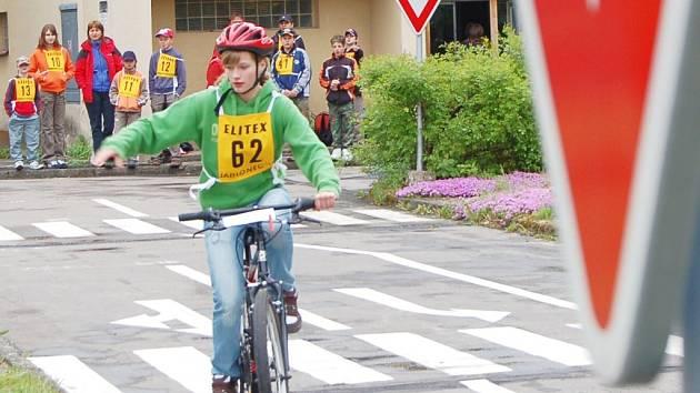 Šest škol z Jablonecka se zúčastnilo oblastního kola dopravní soutěže mladých cyklistů na Dětském dopravním hřišti v jablonci