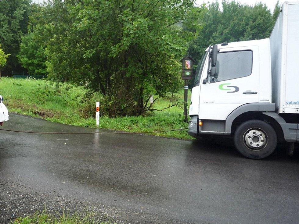 Nákladní auto mimo silnici