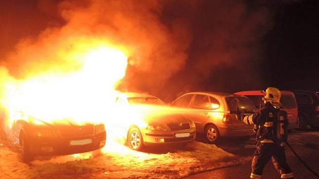 Požár automobilů v Tanvaldě