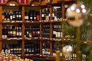 Dům Vína v Jablonci nad Nisou prošel kompletní rekonstrukcí. Nabízí stovky vín a svařák, který pomůže dětem v nemocnici.