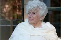 """Zdeňka Hásková, zřejmě nejstarší živoucí rodačka ze Železného Brodu, žije v Kanadě. Manželka jabloneckého předválečného obchodníka s bižuterií Jaroslava Háska. V Jablonci stojí """"jejich"""" Háskova vila."""