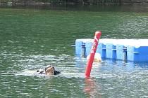 V pátek se pro kolo za dvacet tisíc korun vypravili potápěči společnosti Snakesub. V hloubce osm metrů s viditelností 1 m jej nalezli po více jak hodině hledání. Na břehu Jaroslav Kočárek, pod vodou Ladislav Štěrba.