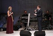 VIII. ROČNÍK soutěže Hvězdy nad Ještědem. Účastnilo se dvaadvacet zpěváků ve třech věkových kategoriích. Doprovázela je kapela Sto zvířat. V porotě usedly známé osobnosti a zpěváci.