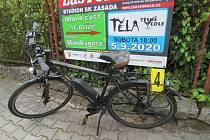 Řidička v Tanvaldu nedala přednost v jízdě cyklistovi, který jel po hlavní silnici.
