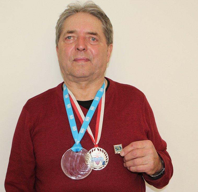 Vratislav Kuba s trofejemi.