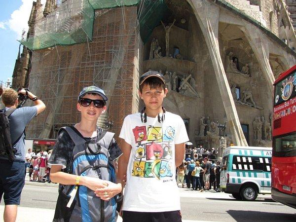Naši kluci unejstaršího a největšího staveniště světa. Ubudoucí Gaudího katedrály svaté rodiny.