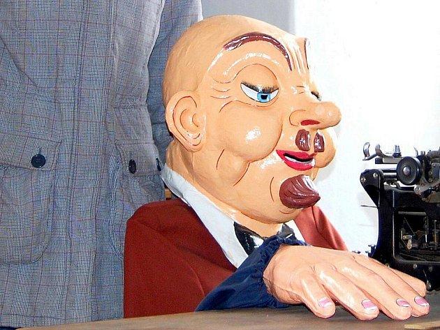 V karnevalové sezoně vrcholí poptávka po masopustních maskách, na jejichž výrobu jsou v Zákupech odborníci. Historii produkce firmy, kterou založil před 125 lety Eduard Held, mapuje muzeum masek.