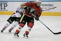 Hokejisté Jablonce porazili ve středu na domácím ledě výběr Klatov (v bílém) 6:4.
