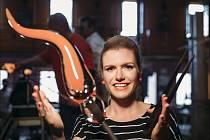 V roce 2016 se designérkou skleněné plastiky stala bývalá biatlonistka a olympijská medailistka Gabriela Koukalová.