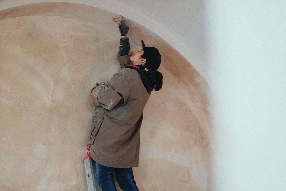 Přípravy prostor pro nezávislý kulturní prostor Na-Zdar, který vzniká v jablonecké sokolovně.