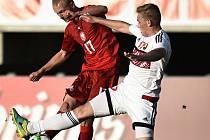 Jablonecký Ondřej Mihálik (vlevo) v utkání evropské kvalifikace s Běloruskem.