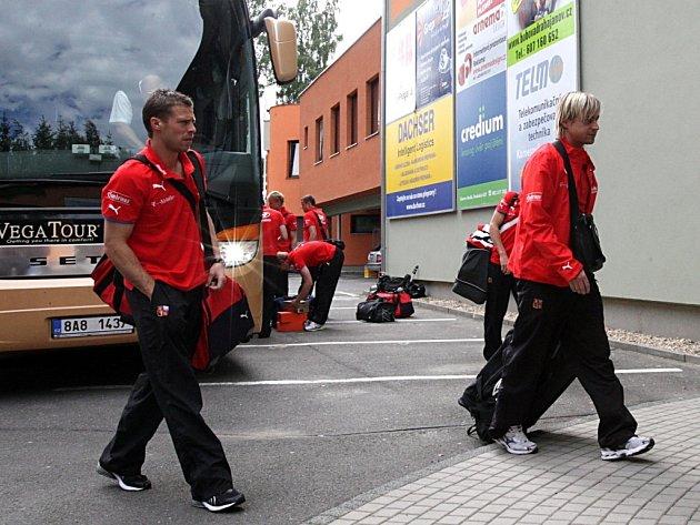 Fotbalová reprezentace dorazila v úterý odpoledne do areálu v jabloneckých Břízkách.
