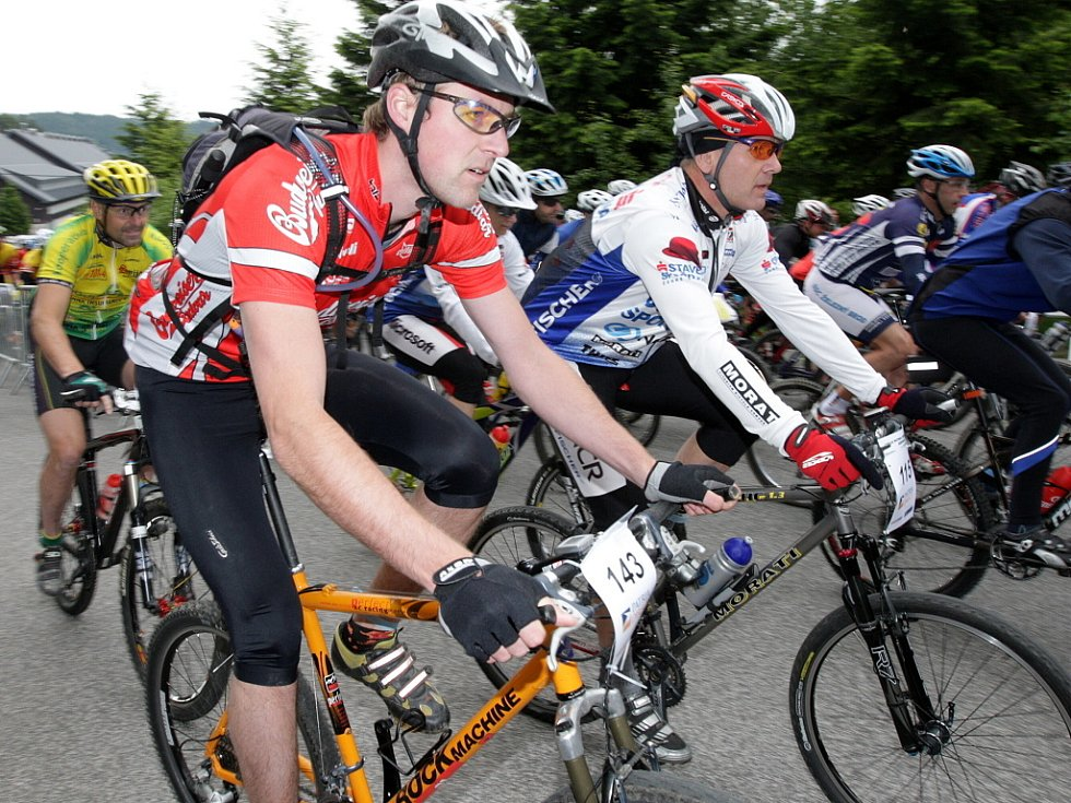 V Bedřichově odstartovali v sobotu další ročník cyklozávodu Jizerské padesátky pod názvem Cyklo Patria Direkt Jizerská 50. Jely se dvě tratě 60 a 26 kilometrů.