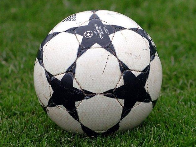 Fotbalové utkání. Ilustrační obrázek.