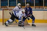 Zápas 40. kola 2. ligy ledního hokeje skupiny Západ se odehrálo 14. února na zimním stadionu v Jablonci nad Nisou. Utkaly se týmy HC Vlci Jablonec nad Nisou a HC Děčín. Na snímku je Ladislav Pulec (98).