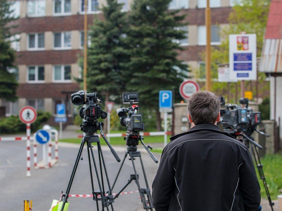 Čekání na propuštění Jiřího Kajínka z Věznice Rýnovice pokračuje i v sobotu 20. května