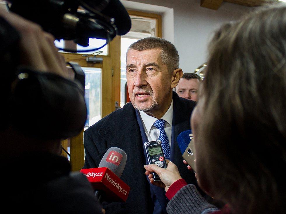 Ministr financí Andrej Babiš navštívil 1. března 2017 Harrachov a Rokytnici nad Jizerou, zavítal do vybraných obchodů se sportovním vybavením a do lyžařského areálu. Návštěva proběhla při příležitosti zahájení druhé vlny EET pro maloobchod a velkoobchod.
