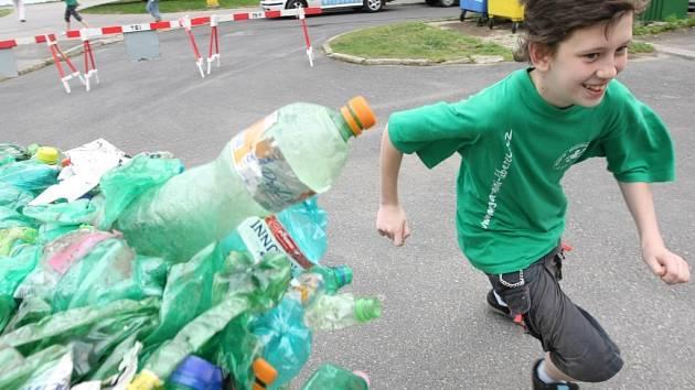 V programu k soutěži Zlatá popelnice soutěžily děti v ekologickém trojboji v Jablonci nad nisou