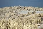 Hodně nasněžilo, ale na hřebech Jizerských hor zima čaruje.