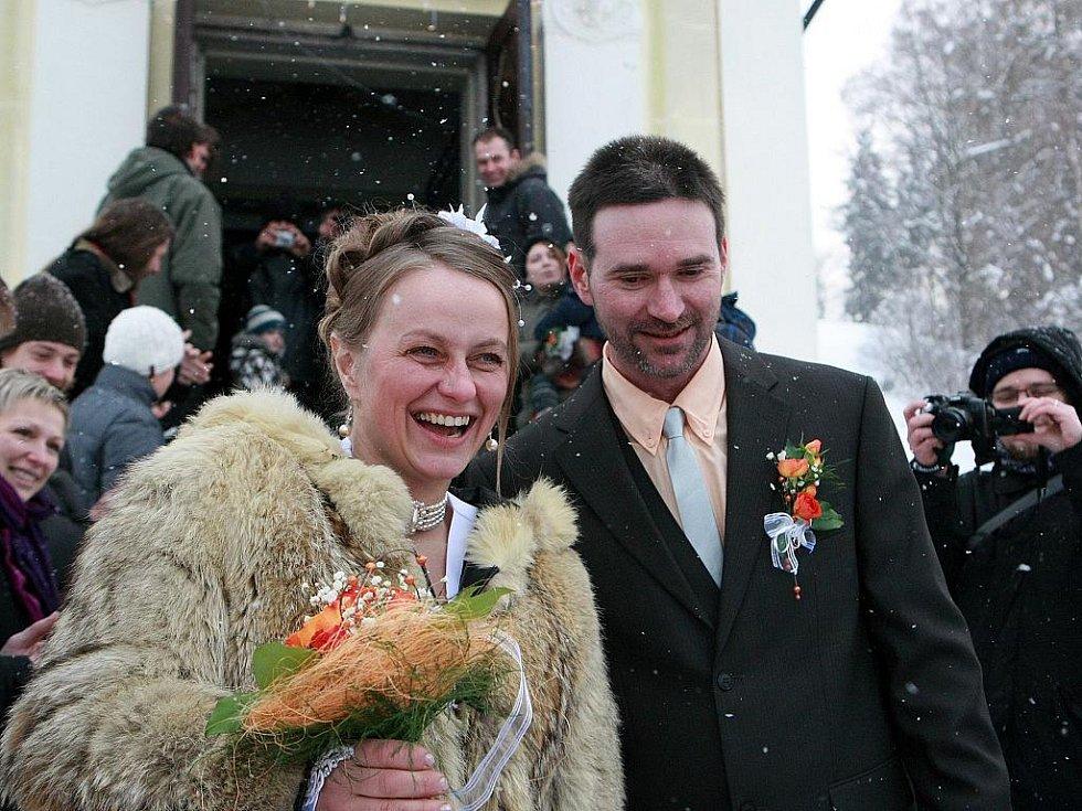 Nejlepší česká musherka Jana Henychová si pro svůj velký den s Rodney Lovette vybrali kostelík sv. Josefa v Loučné.