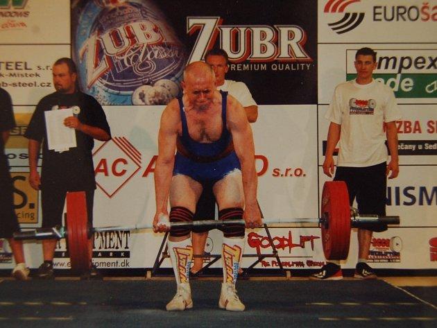 Wolfgang Zimmermanje třetí v kategorii veteránů.