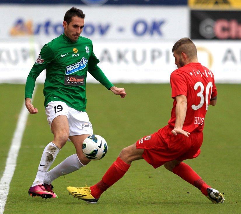 Jablonec porazil doma Brno 2:0. Na snímku Lukáš Zoubele z Jablonce a Martin Husár z Brna.