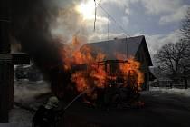 V Jirkově hořel autobus.