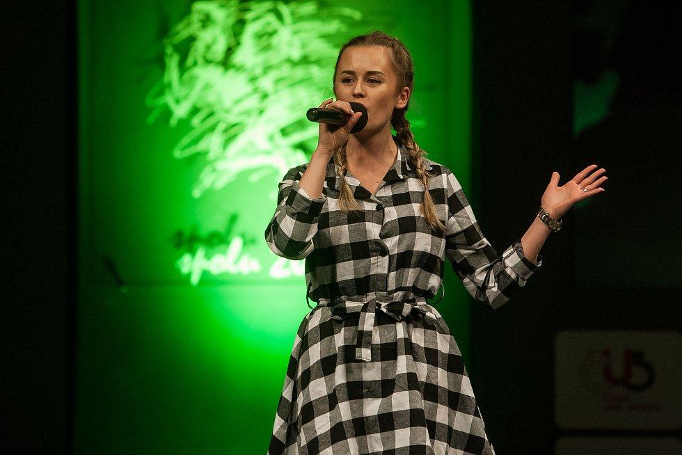 Slavnostní vyhlášení ankety Nejúspěšnější sportovec Jablonecka za rok 2017 proběhlo 29. ledna v Městském divadle v Jablonci nad Nisou. Na snímku je zpěvačka Lenka Konvičková.