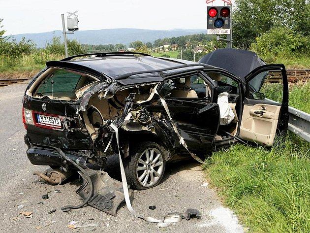 Při střetu auta s vlakem na železničním přejezdu v Minkovické ulici v Šimonovicích se lehce zranili dva lidé. Záchranáři je převezli k ošetření do Krajské nemocnice Liberec.