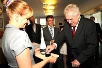Prezident Miloš Zeman při návštěvě Jablonce zamířil i do Preciosy.