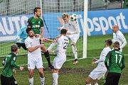 Utkání 14. kola HET ligy mezi MFK Karviná vs. FK Jablonec hrané 19. listopadu 2017 v Karviné. Hlavičkuje Filip Panák.