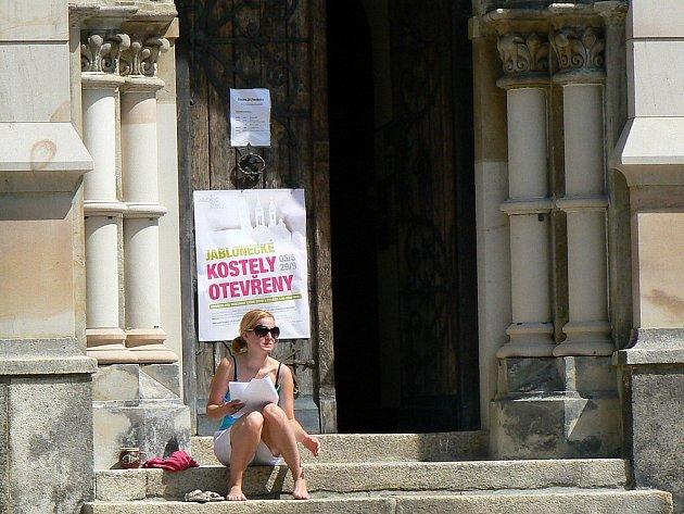 Jablonecké kostely jsou veřejnosti otevřeny každé úterý a ve čtvrtek po celou letní sezonu až do 29. září. Vždy v úterý se v jednom z nich koná od 15.30 koncert. Na snímku Kostel Církve československé husitské na náměstí Dr. Farského.