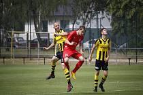 Divizní utkání FK Kratonohy - Jiskra Mšeno 2:1 (1:1). Mšeno v červených dresech.