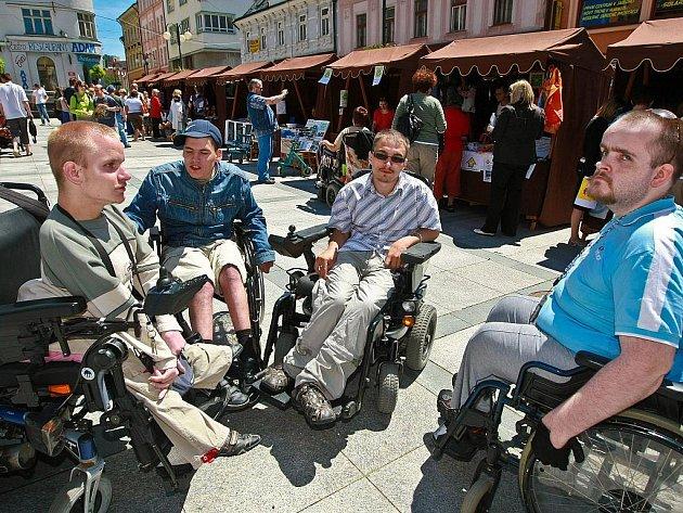 Den zdravotně postižených na Mírovém náměstí v Jablonci se konal ve středu 16. června.